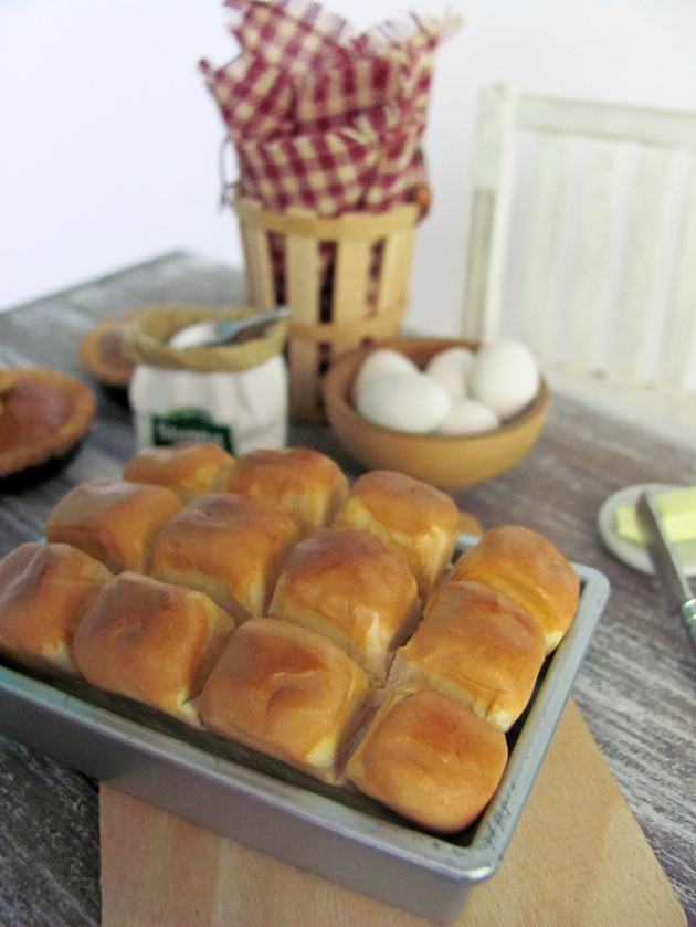 1:6 Scale Pan of Hot Rolls by OSS